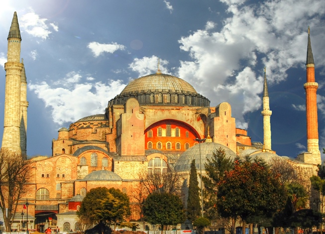 The Hagia Sophia of Istanbul : A Story of 3 Cities